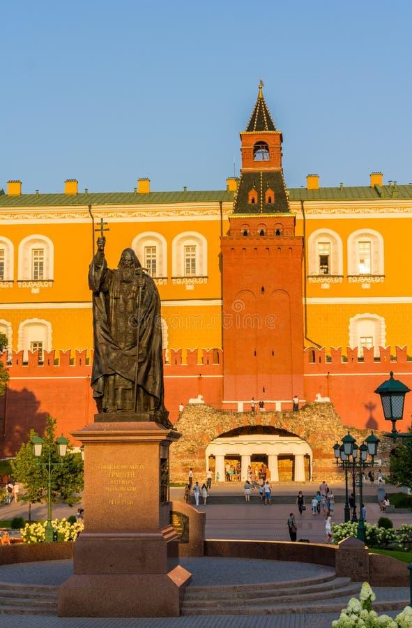Monument au patriarche Hermogenes à Moscou photo libre de droits