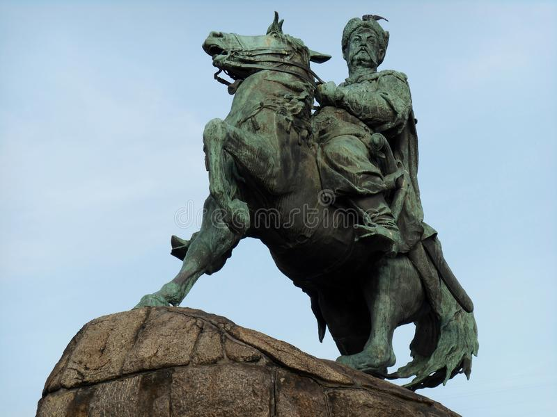 Monument au plan rapproché de Bogdan Khmelnitsky contre le ciel bleu Kyiv, Ukraine images libres de droits