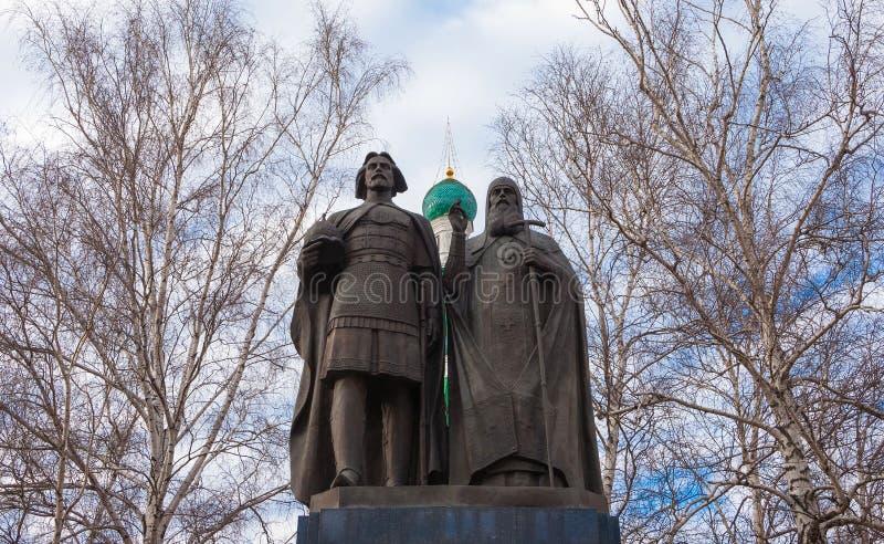 Monument au prélat Suzdal de prince George Vsevolodovich et de Simon photographie stock libre de droits