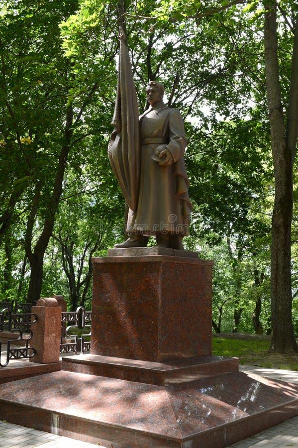 Monument auf der Erinnerungsgasse - die Beerdigung von den Soldaten getötet während der Befreiung von Vitebsk lizenzfreie stockfotos