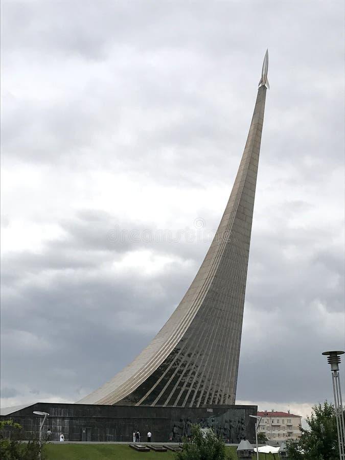"""Monument """"aux conquérants de l'espace """", musée d'espace à Moscou, Russie photographie stock"""