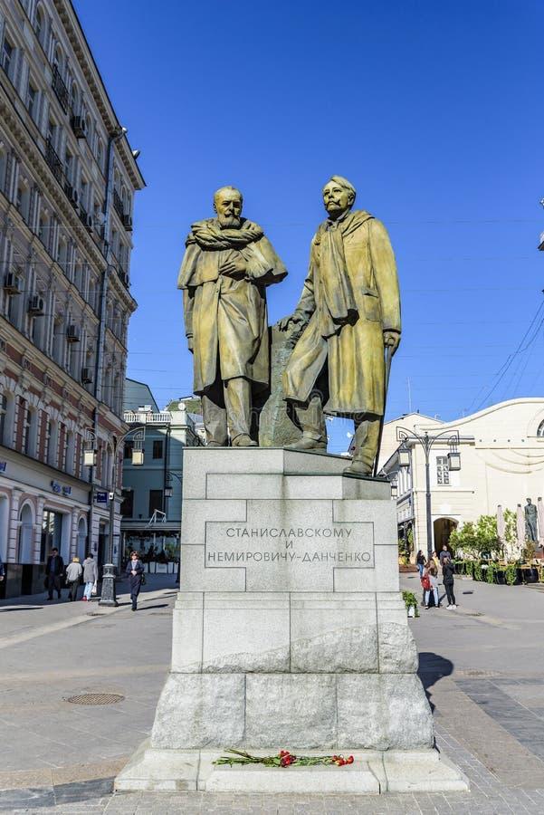 Monument aux créateurs de Moscou Art Theater MKhAT Stanislavsky et de Nemirovich-Danchenko dans la ruelle de Kamergersky photographie stock