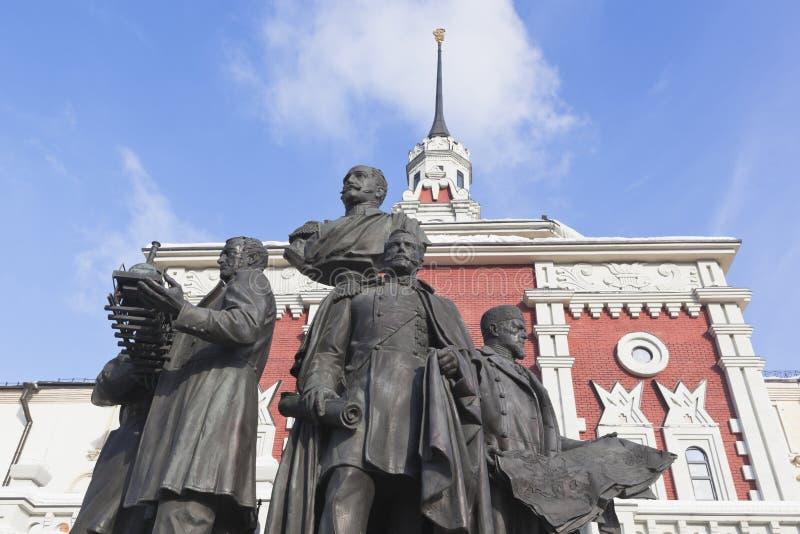 Monument aux créateurs des chemins de fer russes à la tour du ` s de tsar images libres de droits