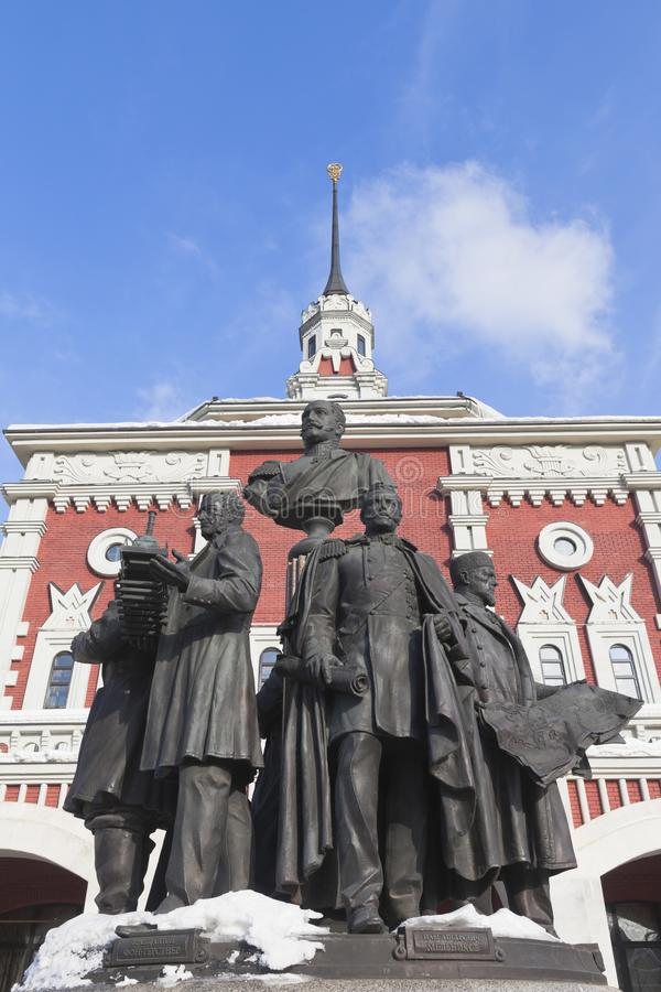 Monument aux créateurs des chemins de fer russes contre le backgro photos stock