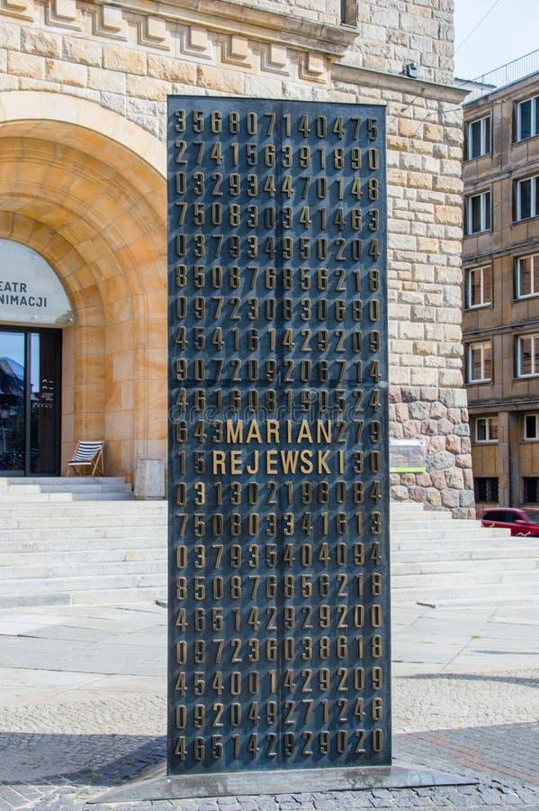 Monument aux cryptologists Rejewski, Rozycki, et Zygalski devant le château de Poznan photographie stock libre de droits