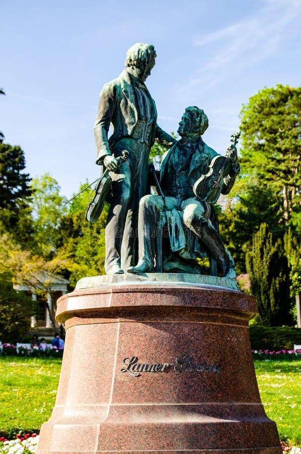Monument aux grands compositeurs autrichiens Lanner et Strauss en Baden près de Vienne l'autriche photo libre de droits
