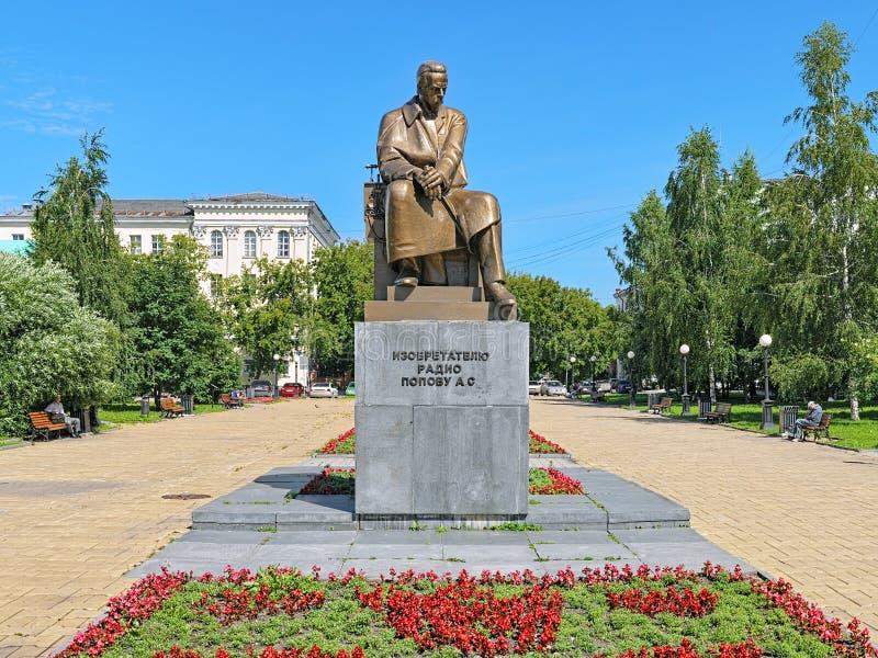 Monument av Alexander Popov, en rysk uppfinnare av radion, i Yekaterinburg arkivfoto