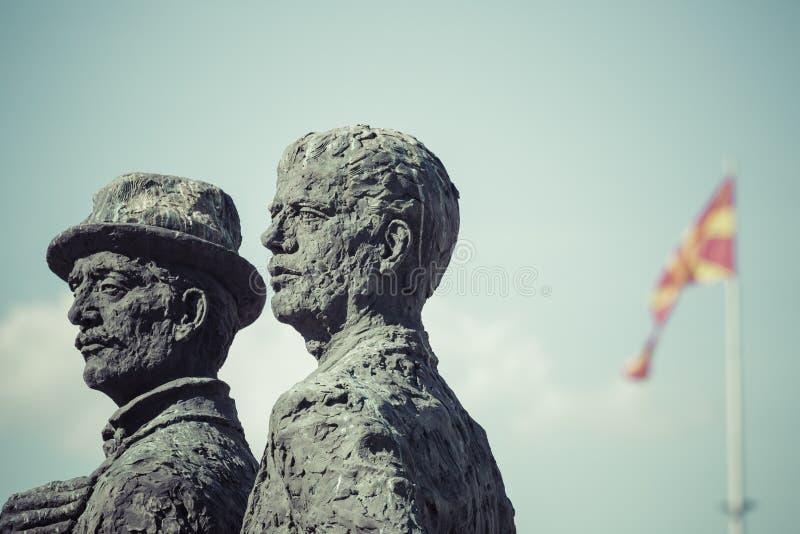 Monument av båtuthyrarna av Salonica i Skopje - Makedonien arkivfoton