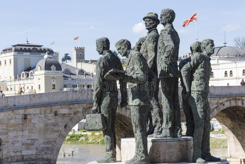 Monument av båtuthyrarna av Salonica i Skopje - Makedonien royaltyfria foton