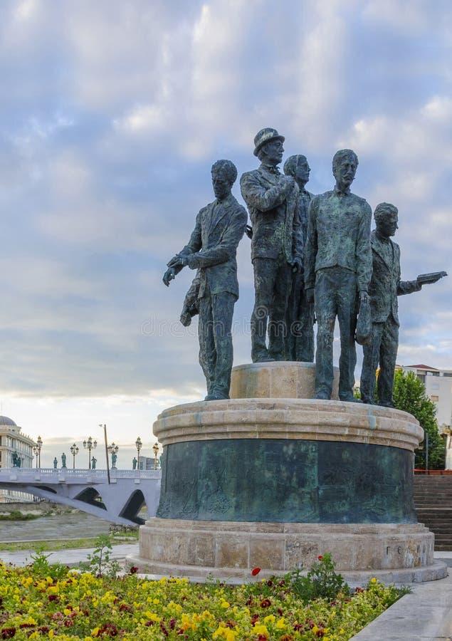 Monument av båtuthyrarna av Salonica i Skopje royaltyfri fotografi