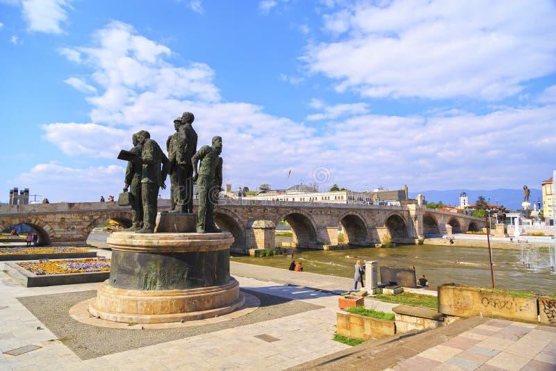 Monument av båtuthyrarna av Salonica i Skopje, Makedonien arkivfoton