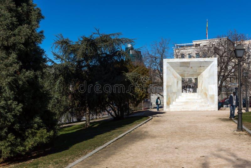 Monument av folket av Madrid på den Paseo de la Castellana gatan i stad av Madrid, Spanien royaltyfria foton