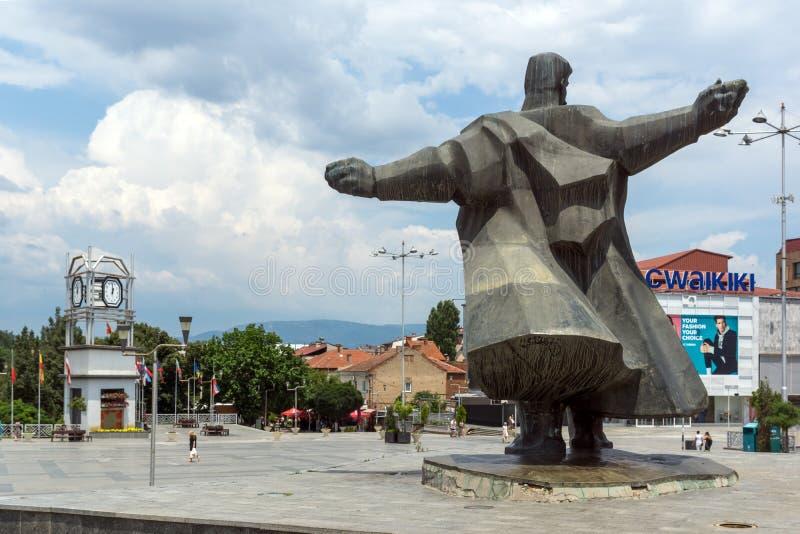 Monument av Gotse Delchev på den centrala fyrkanten av staden av Strumica, Republiken Makedonien arkivfoton