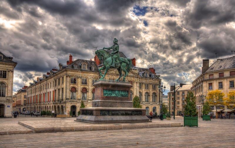 Monument av Jeanne D'Arc i Orleans, Frankrike arkivbilder