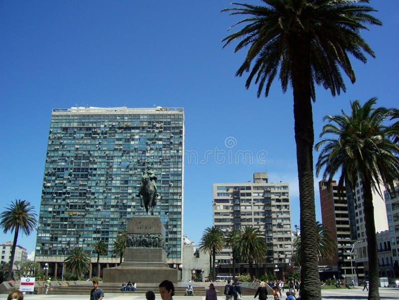 Monument av Jose Gervacio Artigas i självständighetfyrkanten av Montevideo Uruguay fotografering för bildbyråer