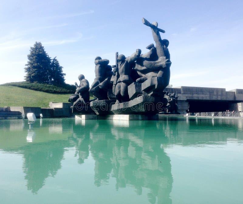 Monument av soldater fotografering för bildbyråer