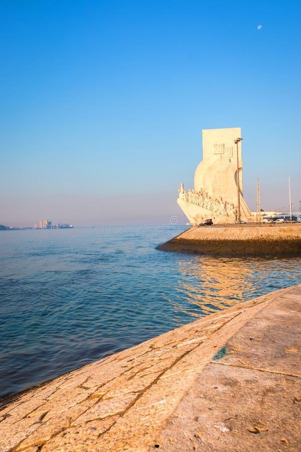 Monument av upptäckterna i Belem, Lissabon, Portugal i morgonsolskenet royaltyfria foton