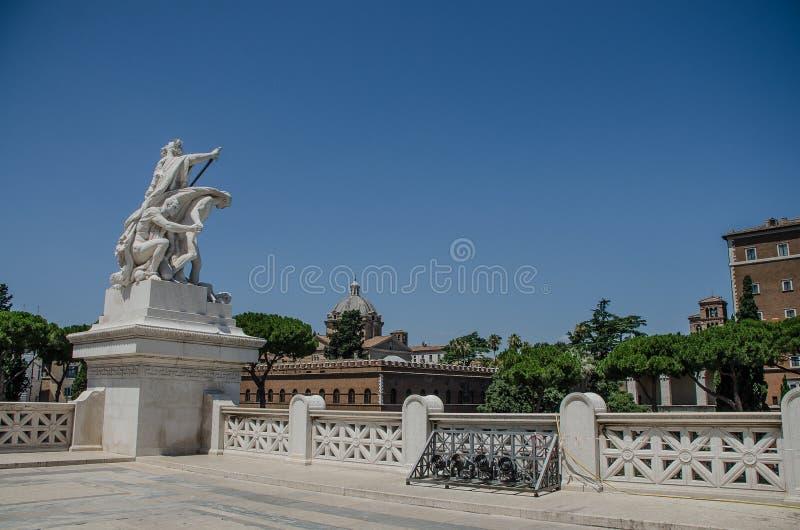 Monument av Vittorio Emanuele II, i den venice fyrkanten av Rome italy royaltyfri fotografi