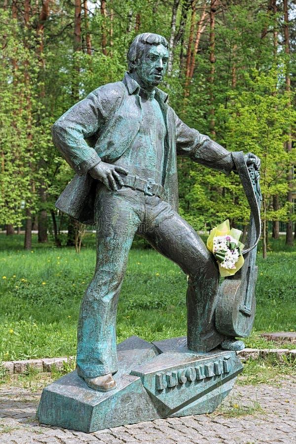 Monument av Vladimir Vysotsky i Dubna, Moskva Oblast, Ryssland royaltyfria foton