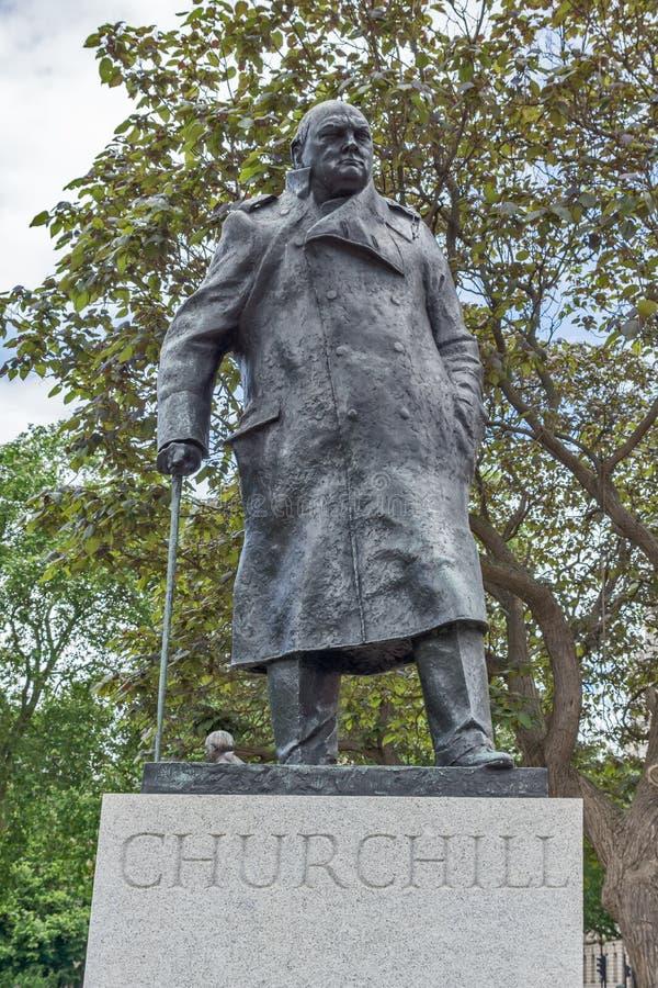 Monument av Winston Churchill på Westminster, London, England, Förenade kungariket arkivfoton