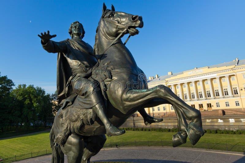 Monument bronsskicklig ryttare i St Petersburg fotografering för bildbyråer