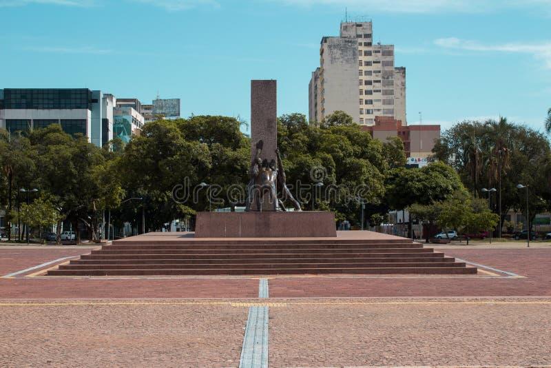 Monument dans la place civique de la ville de Goiania, Brésil images stock