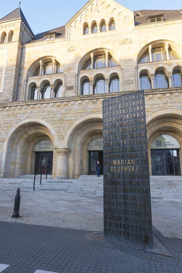 Monument de Brakers de code d'Enigma à Poznan, Pologne photographie stock libre de droits
