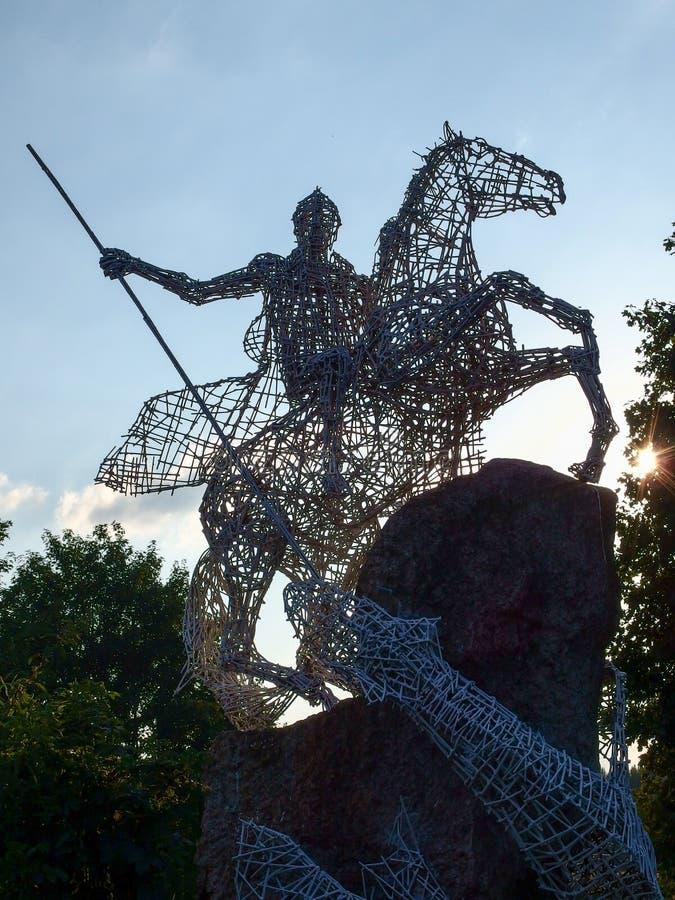 Monument de dragon de combat de St George dans Kiersztanowo en Pologne photo stock
