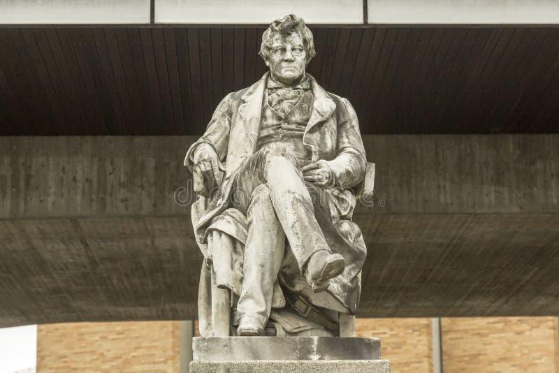 Monument de Georg Simon Ohm devant le TU à Munich photo libre de droits