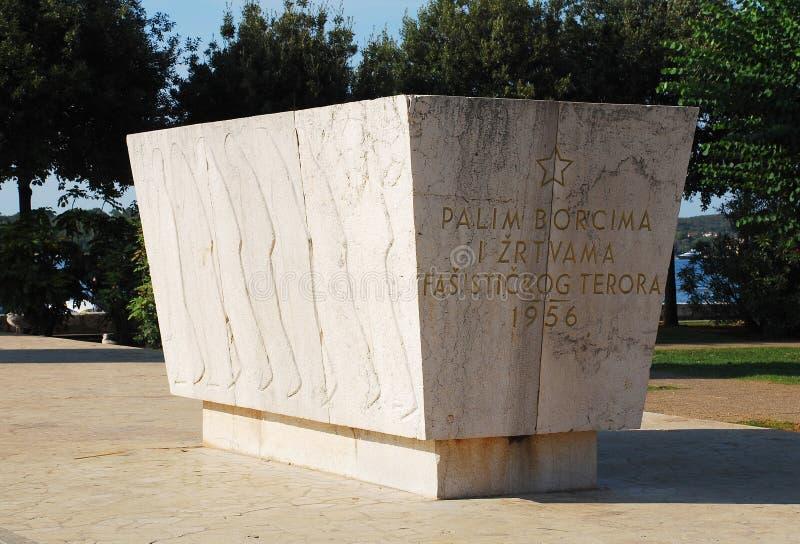 Monument de guerre dans Rovinj images stock