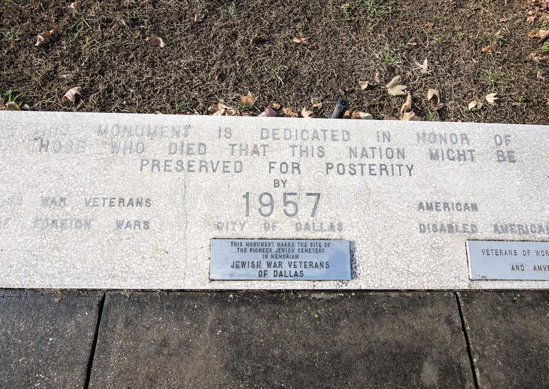 Monument de guerre de vue de plan rapproché consacré aux morts de toutes les guerres dans les vétérans jardin commémoratif, Dalla images stock