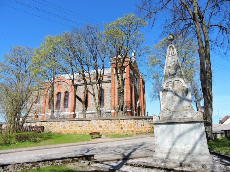 Monument de liberté et vieille église, Lithuanie photo libre de droits
