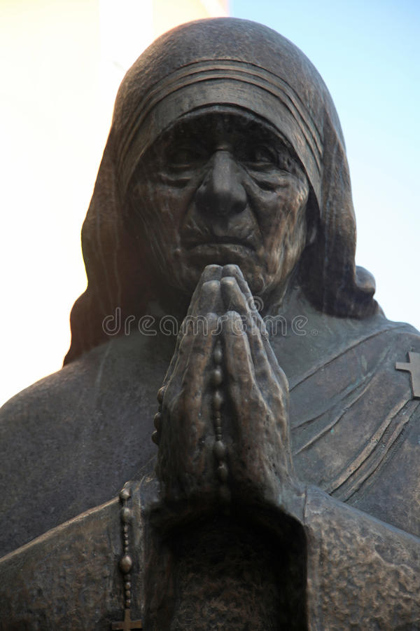 Monument de Mère Teresa à Skopje image stock