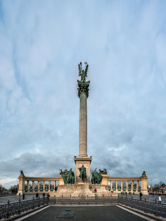 Monument de millénaire dans la place de héros à Budapest, Hongrie photographie stock