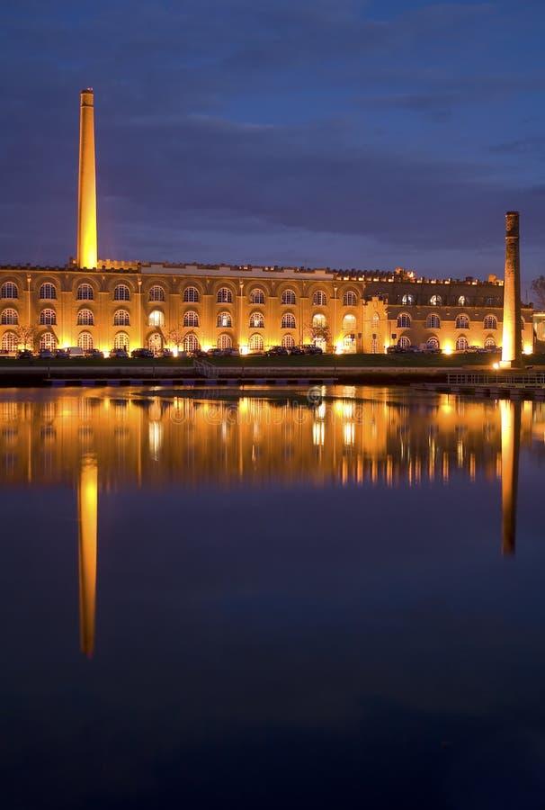 Monument in de nacht stock afbeeldingen