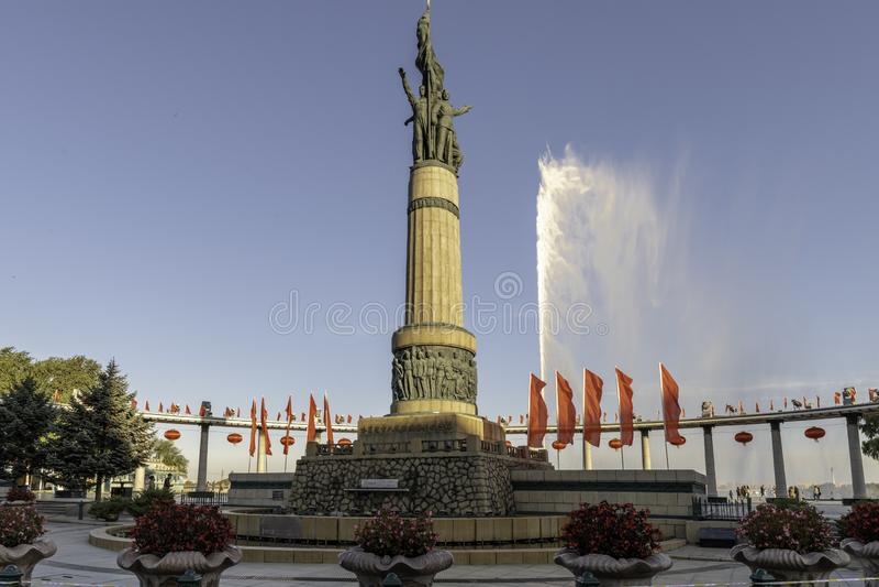 Monument de personnes de soirée de fontaine de parc de Harbin stalin photos libres de droits