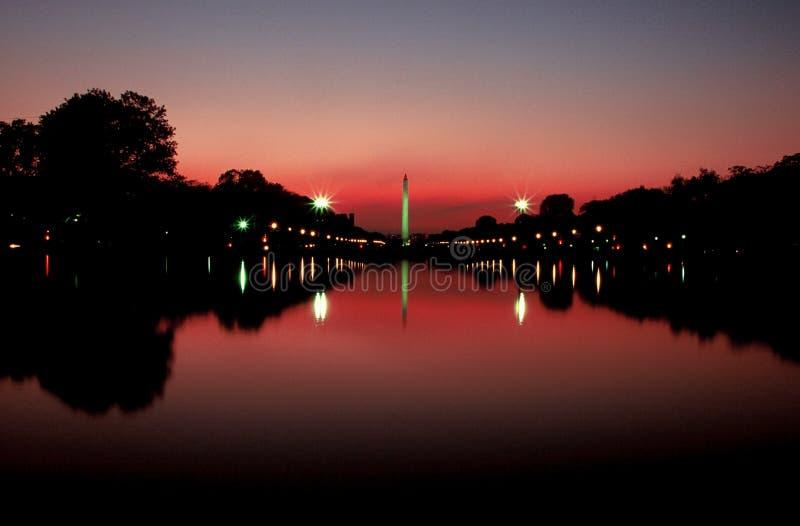 Monument de Washington au coucher du soleil images libres de droits