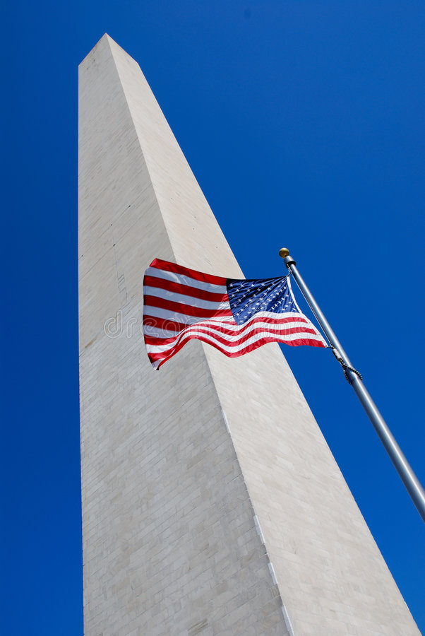 Monument de Washington avec l'indicateur images stock