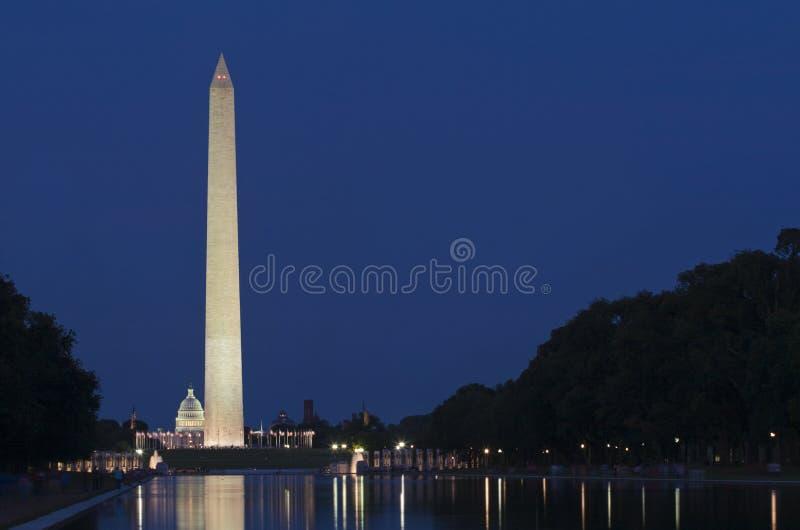 Monument de Washington, C.C, la nuit image stock