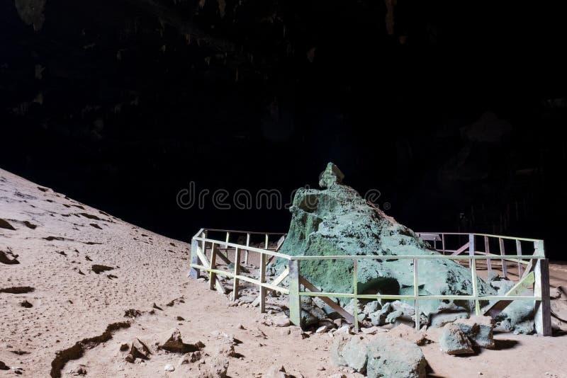 Monument in der Höhle stockbilder