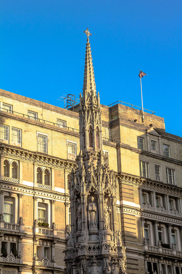 Monument: dichtbij Charing-Kruis - Koningineleanor's Kruis Londen stock foto