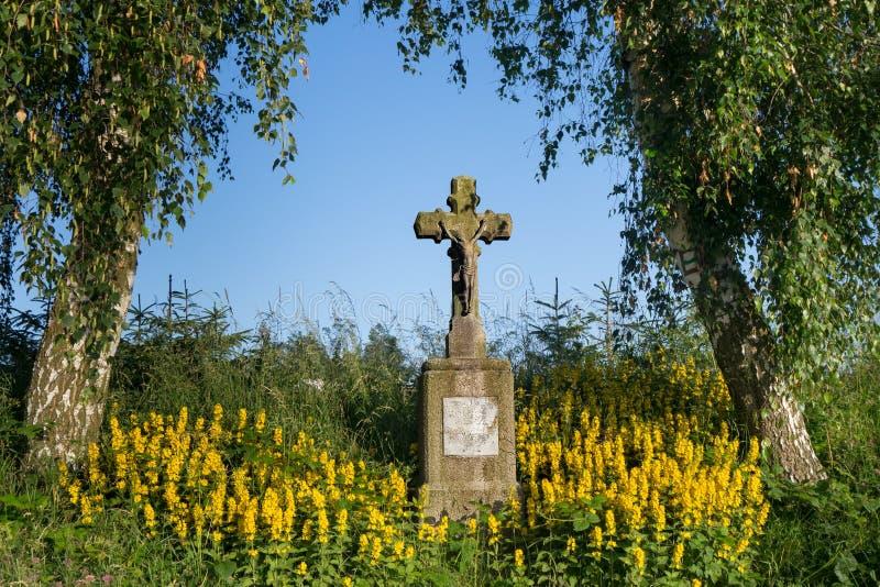 Monument dichtbij Weg stock foto