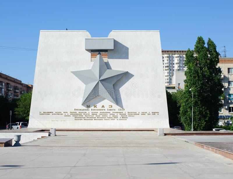 Monument die Goldstern-Heldmedaille für Wolgograd-Stadt stockfotos