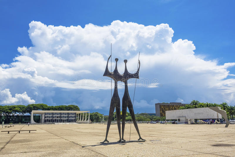 Monument Dois Candangos in Brasilien, Brasilien lizenzfreie stockfotografie