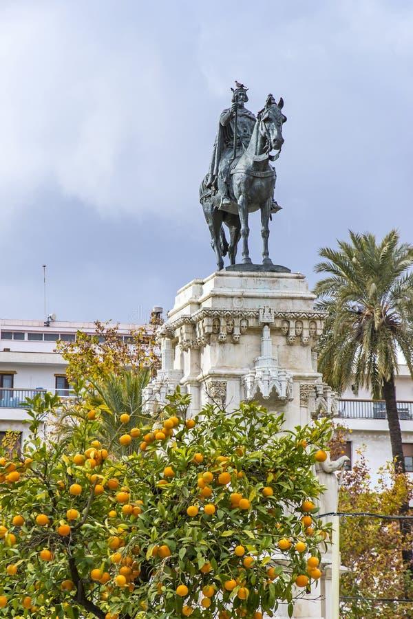 Monument EL Santo Fernando-III in Sevilla, Spanien lizenzfreies stockbild