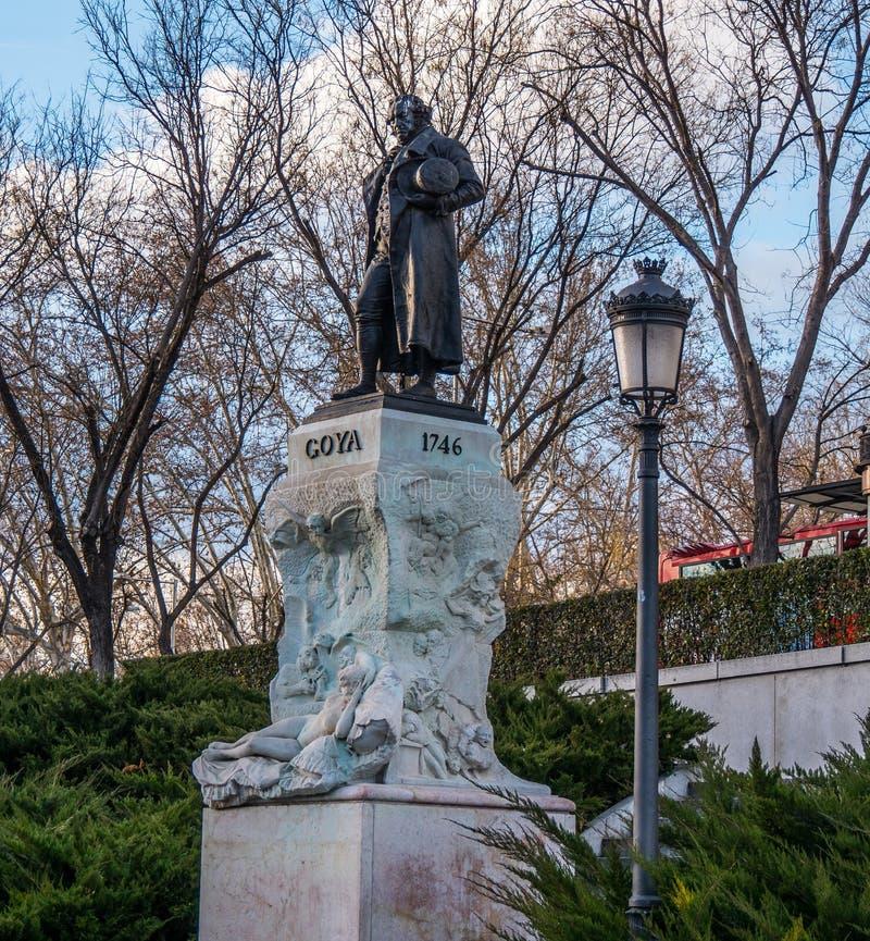 Monument en standbeeld van Goya bij Prado-museum in Madrid stock foto