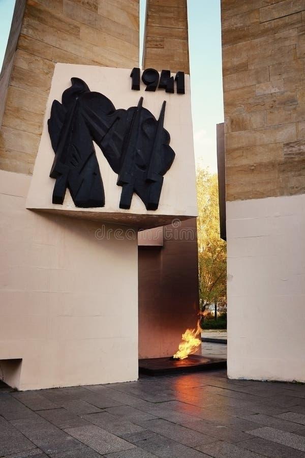 Download Monument-ewige Flamme An MSU Redaktionelles Bild - Bild von ewig, granit: 96929415