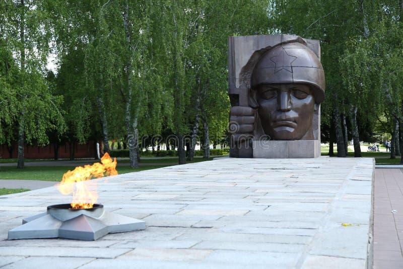 Monument ` ewige Flamme ` Soldaten, die während des zweiten Weltkriegs starben stockfotos