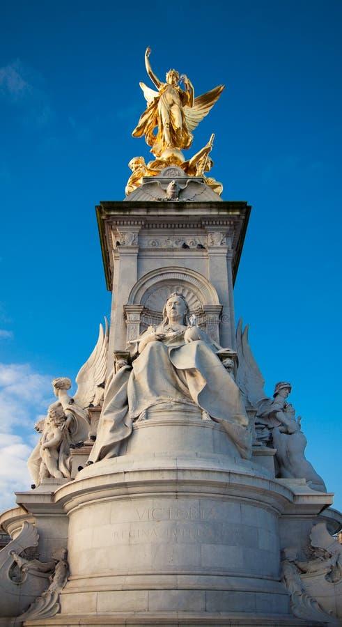 Monument för drottning Vicotria i centrala London royaltyfri bild