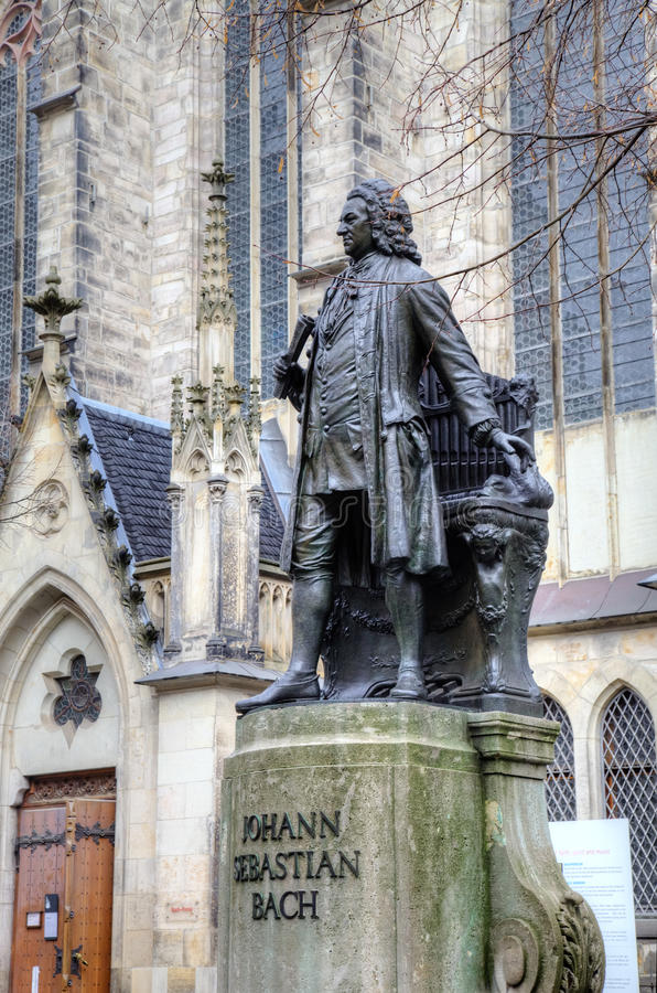 Monument för Johann Sebastian Bach framme av den Thomas kyrkan (Thomaskirche). royaltyfri foto